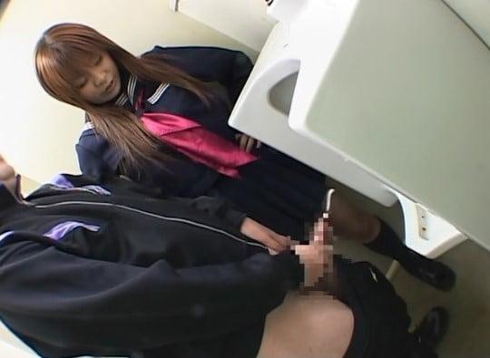 トイレでセーラー服女子の前でオナニー射精11