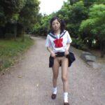 スケスケセーラー服とコスプレセーラー服が見れた野外露出ビデオサンプル46