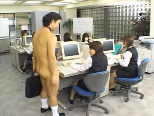会社でやってみたいCFNM!女子社員達と一人だけ全裸男性社員サンプル2