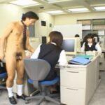 会社でやってみたいCFNM!女子社員達と一人だけ全裸男性社員サンプル22