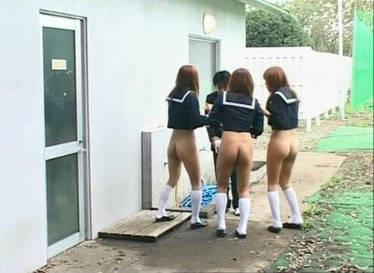 テレビドラマで女性器露出の世界!?CMNF半裸ボトムレス三昧サンプル17