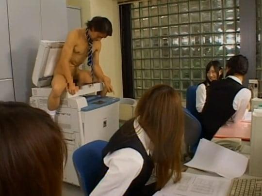 CFNMフルチン全裸男子社員【ホサカさん】の活躍、第3弾!サンプル15
