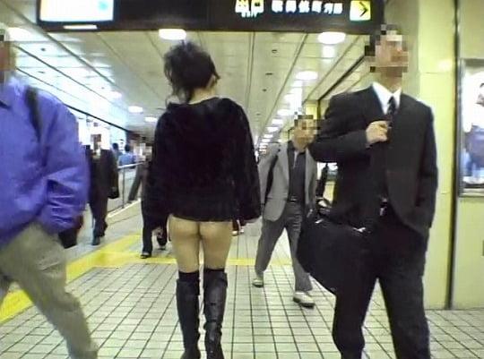 ほとんどの野外露出ビデオが成し得なかった着衣パンツ露出歩行サンプル57