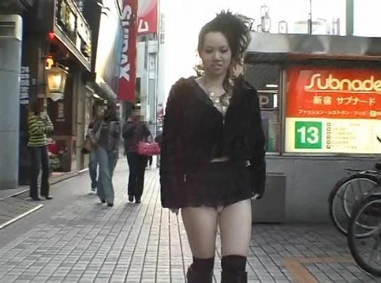 ほとんどの野外露出ビデオが成し得なかった着衣パンツ露出歩行サンプル6