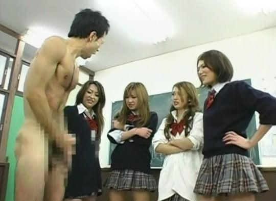 教室で複数の女子に囲まれ、強制フルチン・オナニー・射精サンプル18