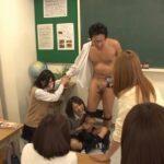CFNM神シーンの紹介。女子校の教室で脱がされる男性教師サンプル21