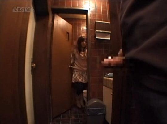 【CFNM】夢の男性器露出&センズリ射精OKのオナクラ喫茶サンプル68