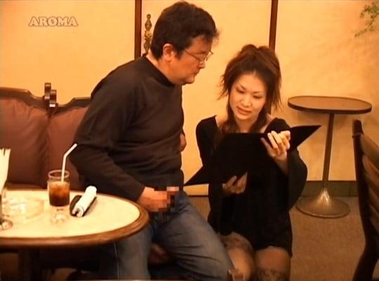 【CFNM】夢の男性器露出&センズリ射精OKのオナクラ喫茶サンプル79