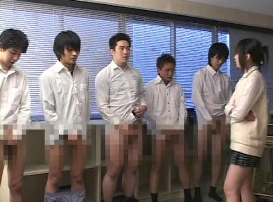 教室で女子が男子をいじめ、強制露出&オナニーショー!射精大会サンプル21