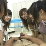 複数の女子に囲まれるCFNMオナクラプレー疑似体験できるAVサンプル23
