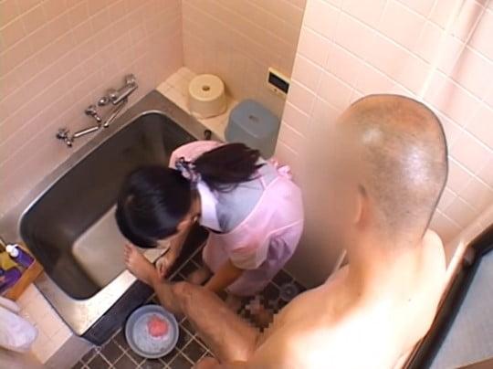 自宅に来るアルバイト女子校生に合法露出射精!制服入浴サービスサンプル60