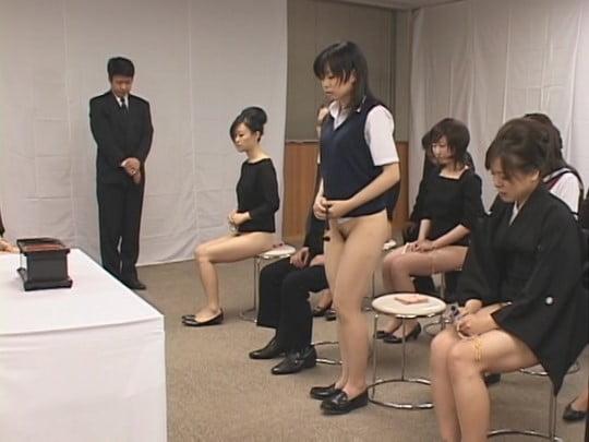 CMNF!女だけボトムレス(下半身だけ裸の半裸)の世界サンプル102