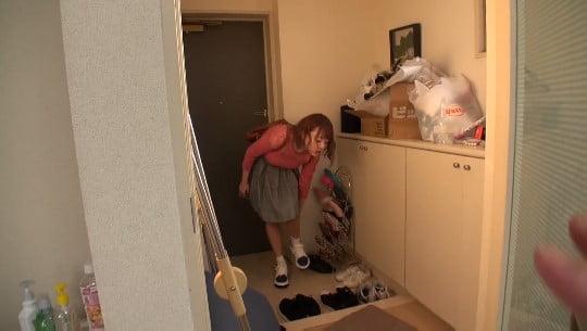 女の洗う前の足がいい!ニオイを嗅ぐ・舐める・足に射精ぶっかけサンプル3