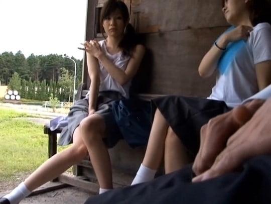 バスで女子校生に男性器・勃起・オナニー見せる露出狂は足フェチサンプル14
