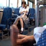 バスで女子校生に男性器・勃起・オナニー見せる露出狂は足フェチサンプル37