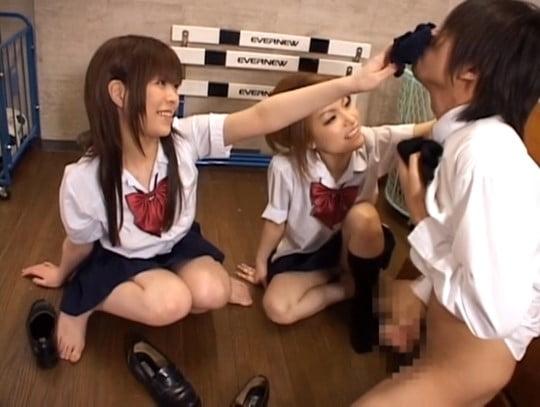 靴下ニオイフェチ!女子校生の足と靴下にセンズリ射精ブッカケサンプル73