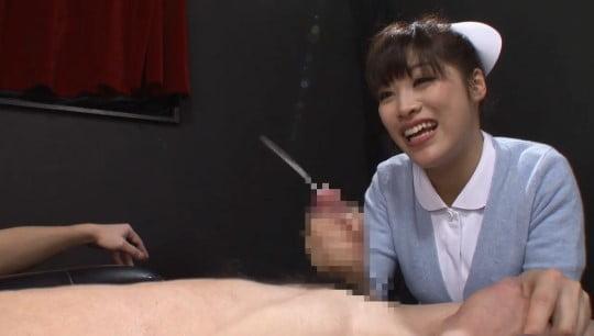 飛距離・量とも豪快な射精を見てほしい!射精を見る女子が見たいサンプル33