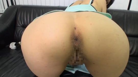 女のアナルをアップで見たい!M字開脚&四つん這いで肛門露出サンプル61