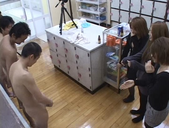 銭湯の番台と男湯に女子がいる!合法露出で全裸フルチンになる?サンプル185