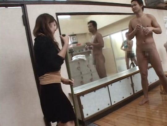 銭湯の番台と男湯に女子がいる!合法露出で全裸フルチンになる?サンプル78