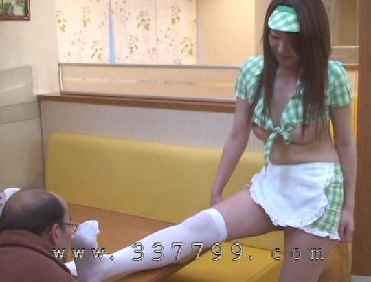 露出狂勃起!CFNMオナクラ風ファミレスで射精を見る女子たちサンプル134