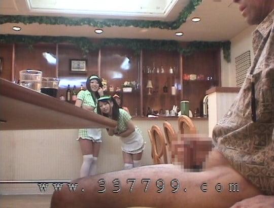 露出狂勃起!CFNMオナクラ風ファミレスで射精を見る女子たちサンプル67