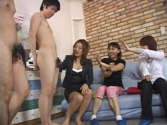 女の前で全裸でいたい!フルチンタイムとチンポを見たがる女たちサンプル102
