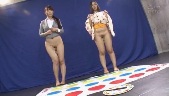 全編ボトムレス(上半身着衣・下半身だけ裸)でゲームをする動画サンプル42
