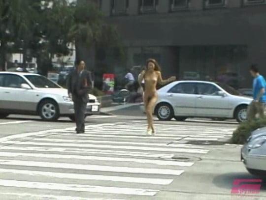 日本のギャルの野外露出ビデオ!着衣露出・路上着替え・放尿アリサンプル53