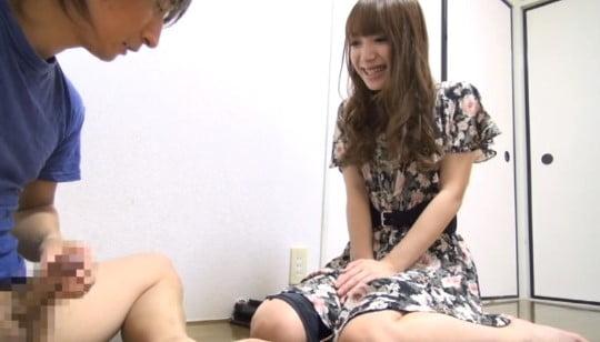 CFNMで女子がチンポに手を伸ばして手コキしているのが好き!サンプル39