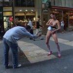 路上で露出狂女が女性器・胸乳首・尻・放尿見せるパフォーマンスサンプル50