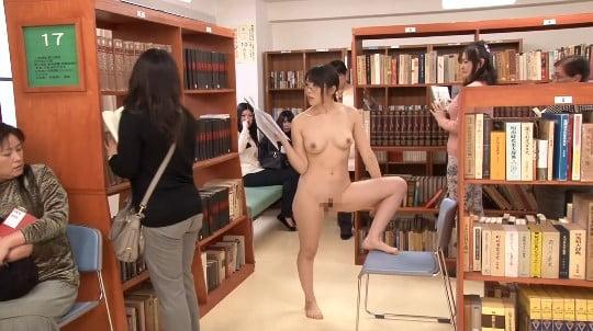 公然猥褻全裸露出パフォーマンス!図書館で羞恥裸芸をする露出狂サンプル139