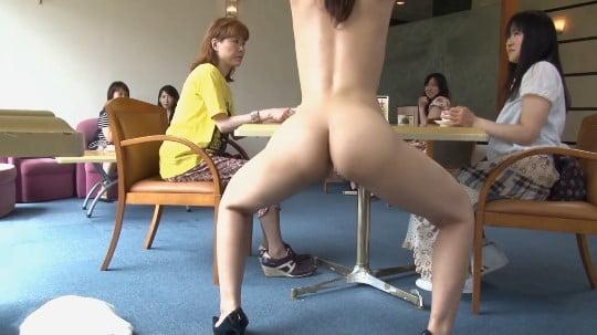 セーラー服少女が公然猥褻ボトムレス&全裸露出で淫語連発発声サンプル110